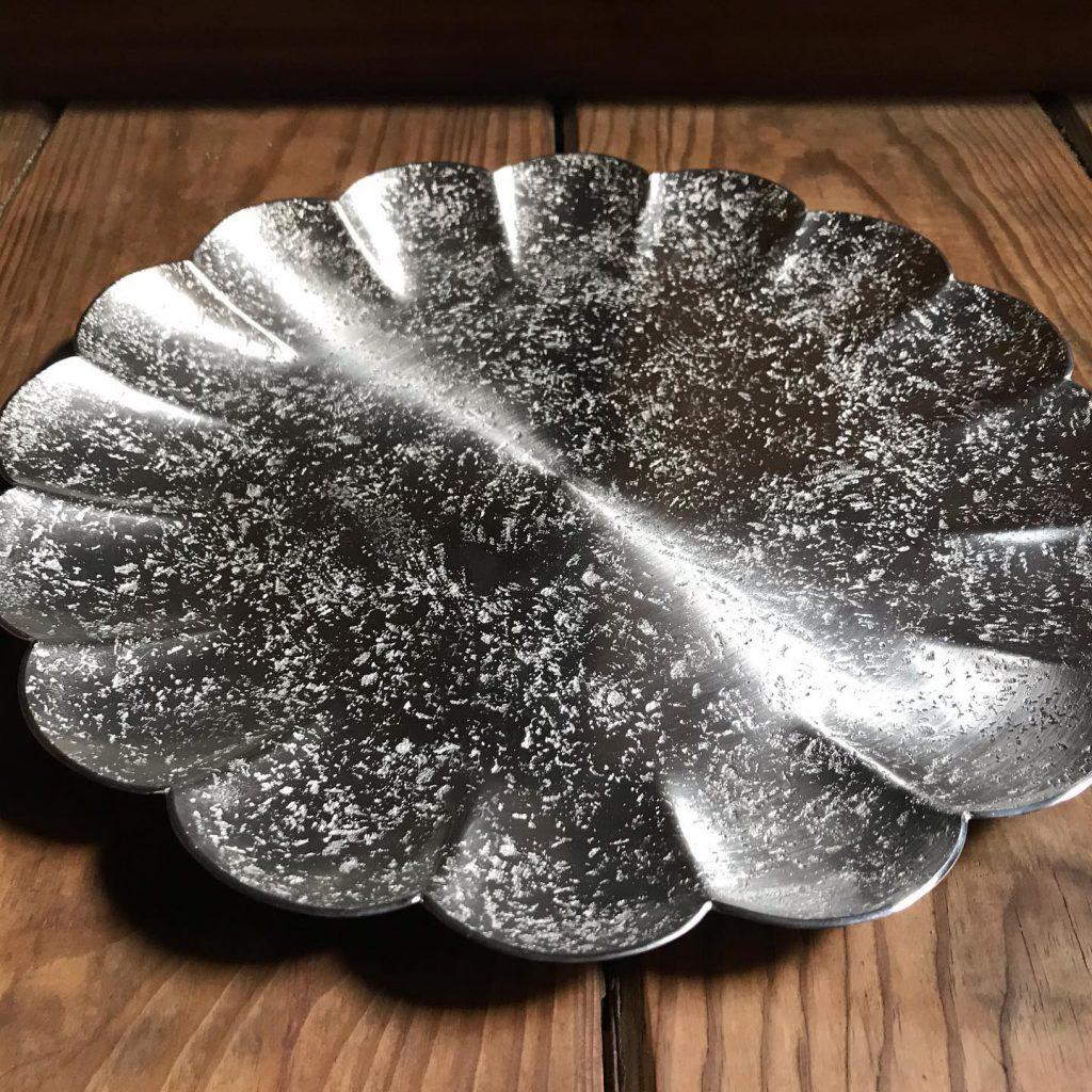錫 菊割皿